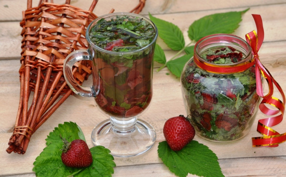 Tea with lemon balm and berries can be drunk at any time of the day