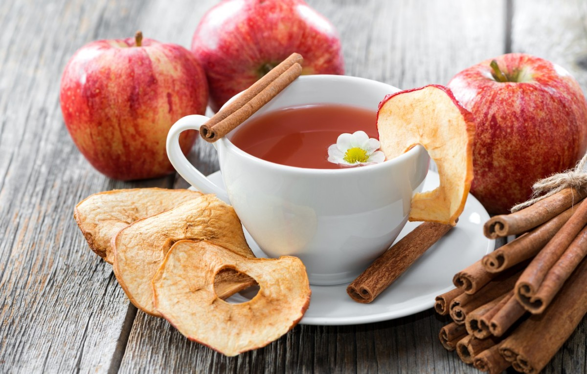 A drink made from apples and cinnamon, in addition to its refreshingly rich taste, has a large number of beneficial properties