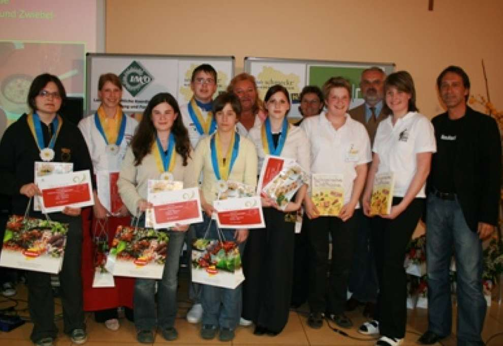 Schoolgirls made recipes after competition